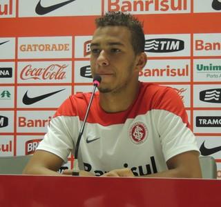 João Afonso volante Inter (Foto: Paula Menezes/GloboEsporte.com)