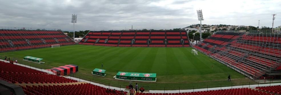 Estádio recebe o nome de Ilha do Urubu (Foto: Vicente Seda)