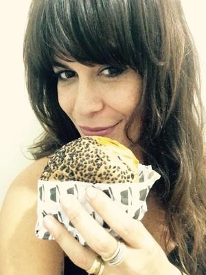 Cris virou empresária e montou uma hamburgueria/cafeteria no Méier (Foto: Arquivo Pessoal)