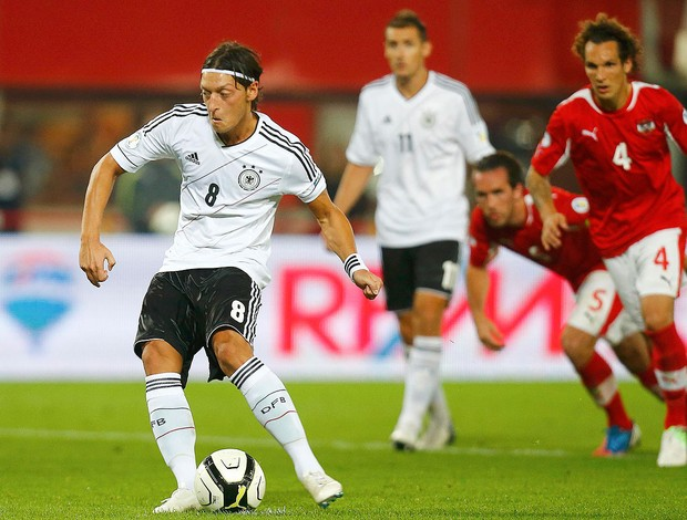Ozil, Áustria x Alemanha (Foto: Agência Reuters)