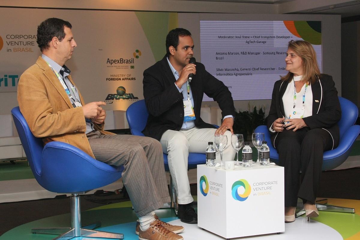 Da esquerda para a direita: Antonio Marcon, da Samsung; José Tome, da AgTech Garage; e Silvia Massruhá, da Embrapa (Foto: Sandro Rodrigues)