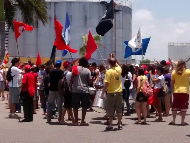 Protesto em defesa da Petrobras em Cabedelo, na Paraíba (Foto: Felipe Ramos/ G1 PB)