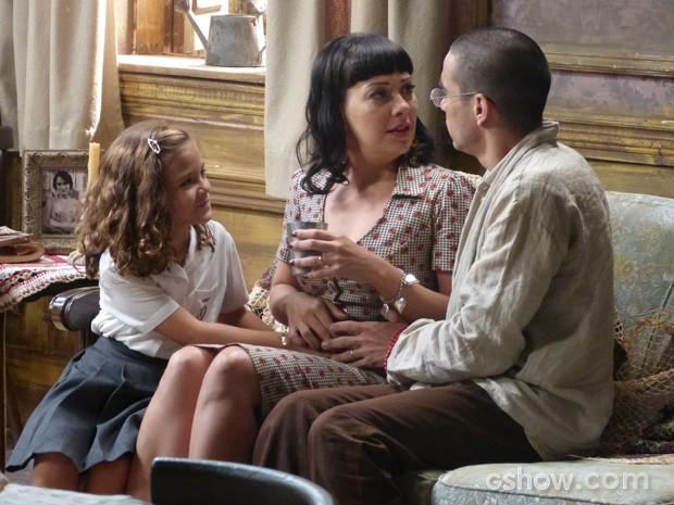 Pérola faz revelação a Matilde: 'Seu bebê está dentro da sua barriga' (Foto: Joia Rara/TV Globo)