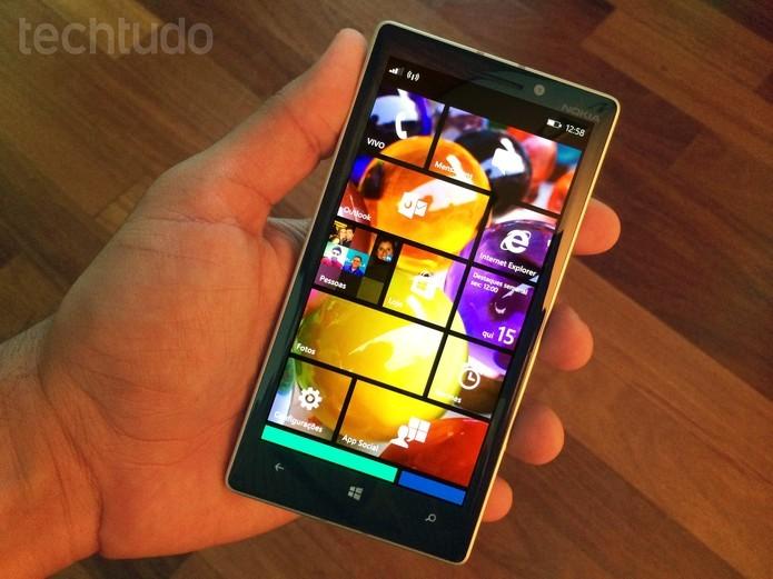 Lumia 930 tem ótimo desempenho (Foto: Allan Mello/TechTudo)