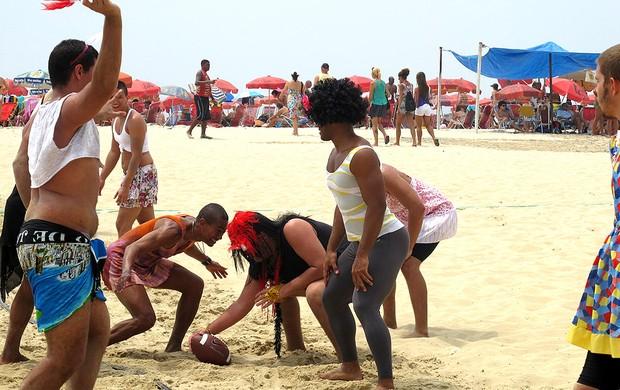Piranha Bowl futebol americano fantasias praia (Foto: Léo Velasco / Globoesporte.com)