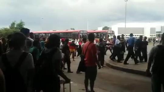 Rodoviários do DF e passageiros brigam em ato por 'mais segurança'