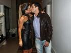Mirella Santos ganha beijos e carinho do marido em festa de aniversário