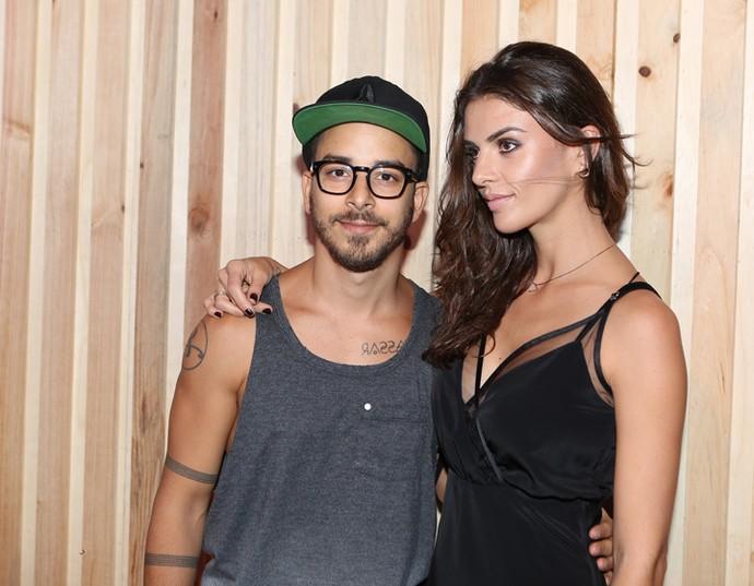 Júnior Lima e namorada  (Foto: Carol Caminha / Gshow)
