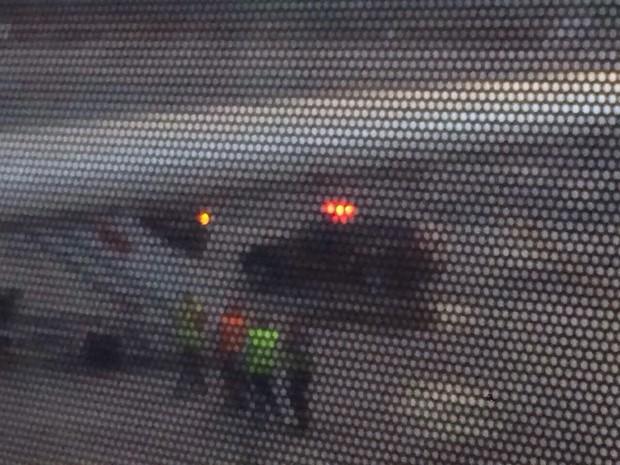 Carros da PF para buscar Pizzolato na pista do Aeroporto de Cumbica (Foto: Guilherme Hatschbach/Arquivo pessoal)