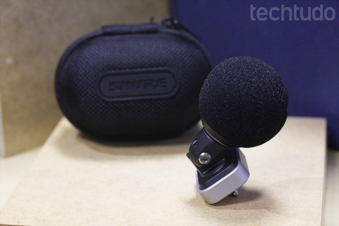 Microfone tem ajuste e 90 graus para se adaptar ao local exato da captação de som no iPhone (Foto: Melissa Cruz / TechTudo)