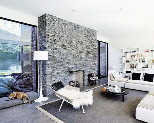 D cor do dia lareira pedra e aconchego casa vogue for Casas modernas revestidas en piedra