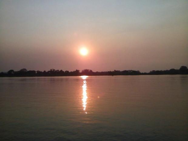 Pôr do sol em Corumbá na tarde deste sábado (5) (Foto: Marcus Vinícius/ TV Morena)