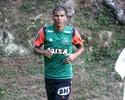 Léo Silva passa por teste intensivo, e Clayton faz corrida leve em campo