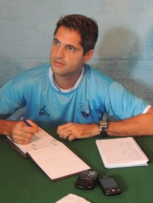 Rodrigo Santana é o novo treinador do Usac (Foto: Rodrigo Mariano / Globoesporte.com)