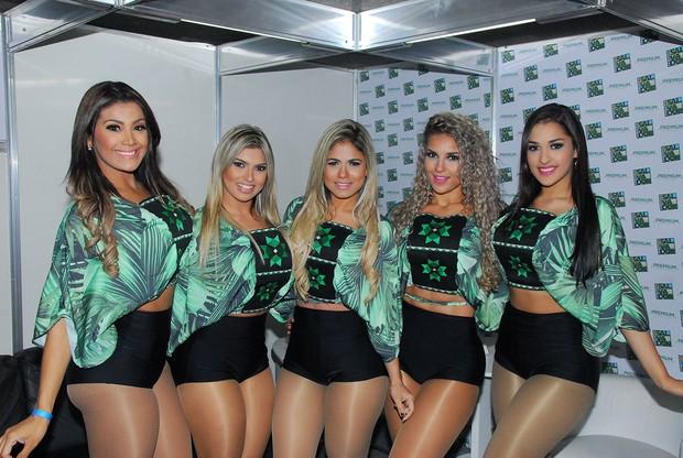 Dançarinas da banda Aviões do Forró: Aline, Tassia, Thais, Daiane, Perla (Foto: Marcelo Machado/Ag Haack)