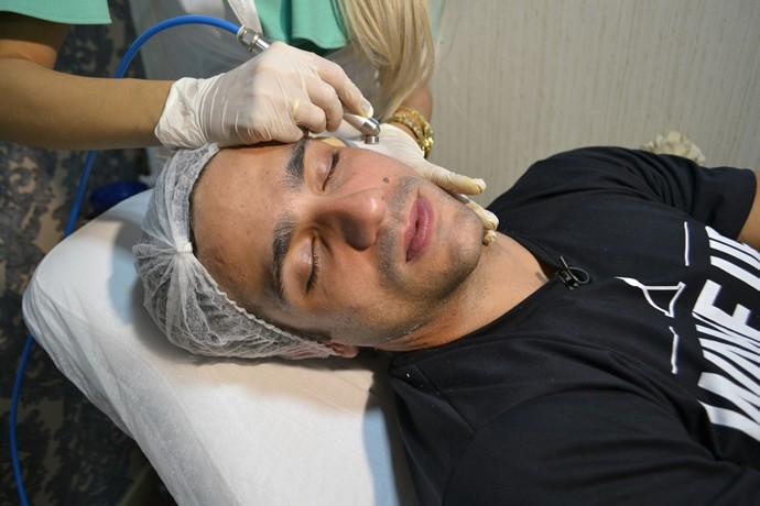 Entre os procedimentos, estão o peeling de diamantes, clareamento de pele, aplicação de coquetel de vitaminas e renovação celular. (Foto: Le Touche)