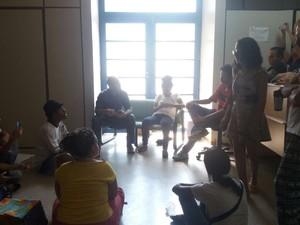 Alunos conersam com reitora da UFT (Foto: Daleti Jiovana Pereira Neres/Divulgação)