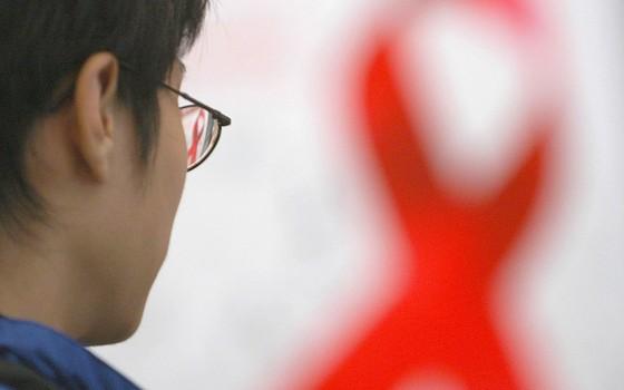 Mesmo com o Brasil ter um dos tratamentos mais eficazes de HIV/AIDS no mundo, apoio psicológico das pessoas que vivem com vírus é deixado de lado   (Foto: China Photos/Getty Images)