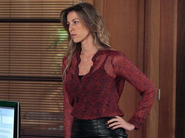 Vânia bota a banca e avisa que não vai ceder (Foto: Guerra dos Sexos / TV Globo)