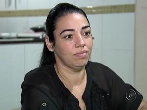 Dona de casa não consegue insulina para a filha em Rio Preto (Foto: Reprodução/TV TEM)