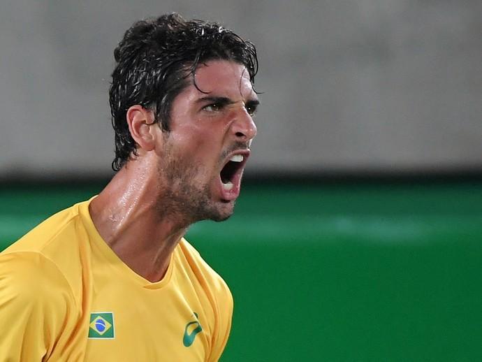 Bellucci em jogo contra Cuevas (Foto: Toby Melville/Reuters)