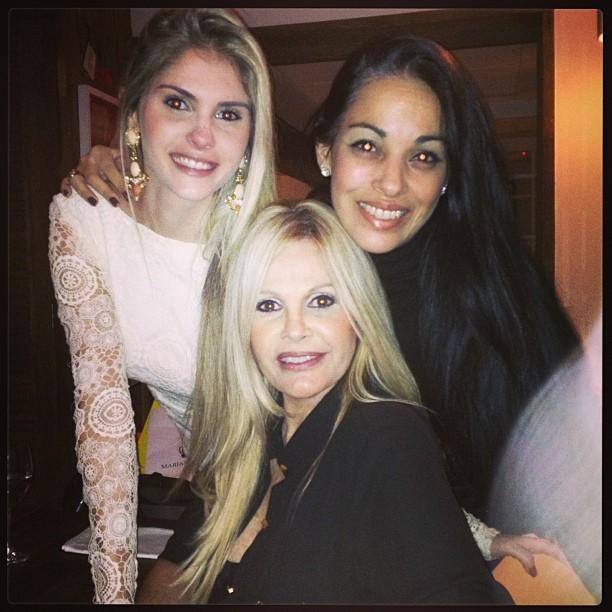 Bárbara Evans e Monique Evans com amiga em festa no Rio (Foto: Instagram/ Reprodução)
