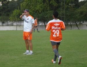 Sandro Forner em treino do Atlético-PR Sub-20 (Foto: Fernando Castro/GLOBOESPORTE.COM)