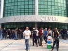 Delegacias do DF 'acordam' fechadas em ato contra acúmulo de função
