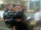 Motorista capota na frente de outdoor (Cel Tolentino/BPTran)