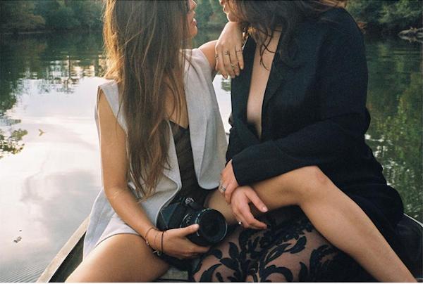 A cantora Lauren do grupo Fifth Harmony em foto com sua suposta namorada, a modelo Lucy Vives (Foto: Instagram)