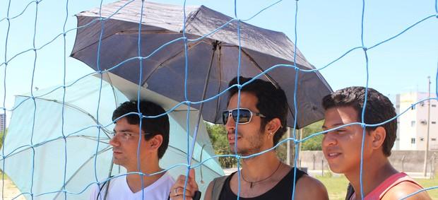 torcedor  fala do calor no circuito nacional sub-23 de vôlei de praia (Foto: Náyra Macêdo/GLOBOESPORTE.COM)