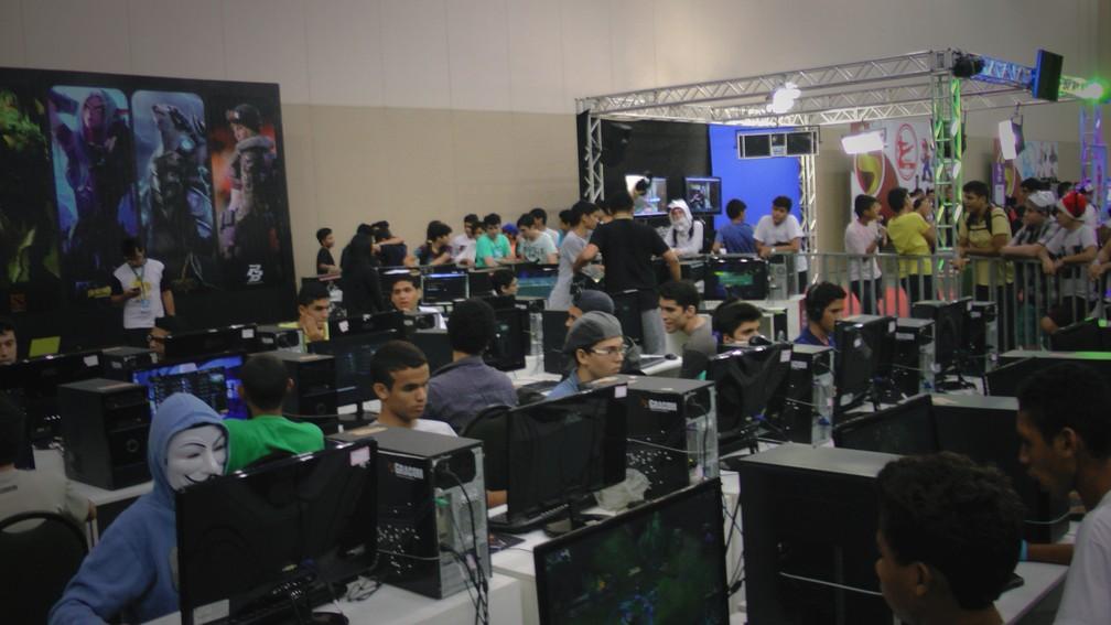 Jovens jogam 'Dota' e 'League of Legends' (Foto: Sebastião Mota/G1) (Foto: Sebastiao Mota/G1)