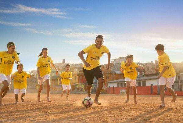 Paris Saint-Germain homenageia o Brasil em campanha (Foto: reprodução )