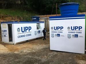 Base provisória foi montada em contêineres (Foto: Mariucha Machado / G1)