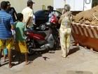 Jovem morre depois de bater motocicleta em caçamba de entulhos