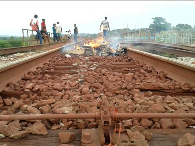 Protesto da Estrada de Ferro Carajás, no Maranhão (Foto: Reprodução/TV Mirante)