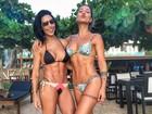 Bella Falconi e Gabriela Pugliesi posam juntas e exibem corpos sarados