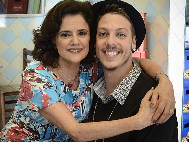 Nenê e Junior vão ter que descobrir quem está copiando suas roupas (Foto: A Grande Família / TV Globo)