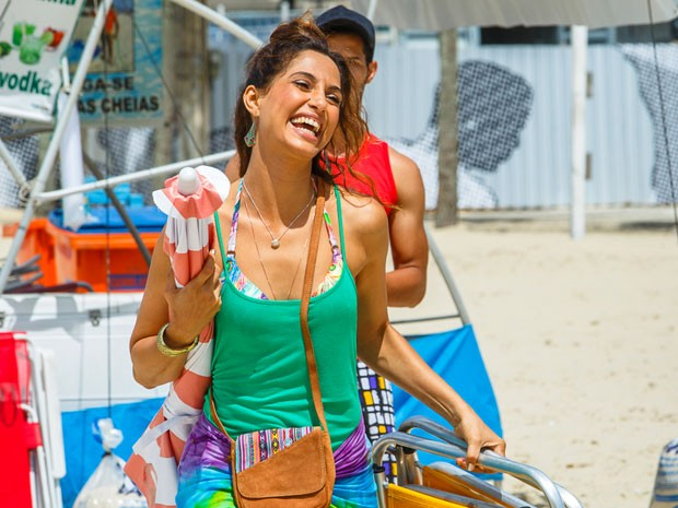 Com muito bom humor, a atriz interpreta Regina na trama de Gilberto Braga (Foto: Artur Meninea/Gshow)