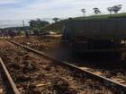 Caminhoneiro morre ao bater contra locomotiva na Ferrovia Norte-Sul