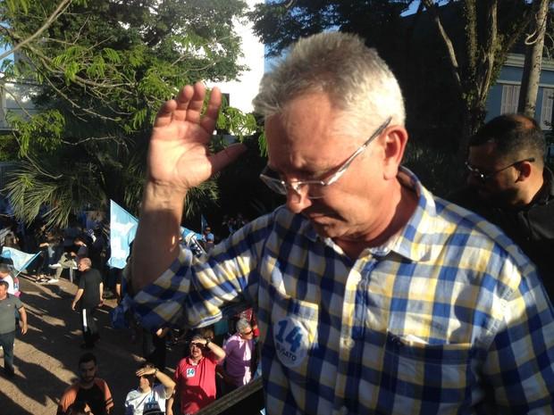 Luiz Carlos Busato (PTB) é eleito prefeito de Canoas, no RS (Foto: Roberta Salinet/RBSTV)