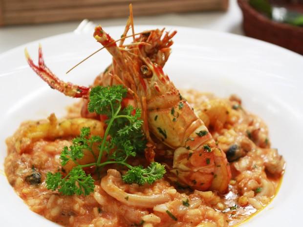 O restaurante Chácara Cecília renovou o menu e apresenta este risoto de frutos do mar com pimenta dedo de moça (Foto: Divulgação)