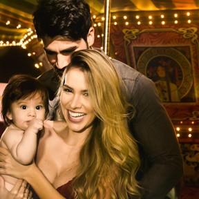 Adriana SantAnna, Rodrigão e o filho (Foto: Estudio Lidi Lopez / Instagram)