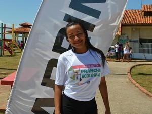 Helina Rúbia praticante de Stand Up Paddle levará a ideia para o município do Laranjal do Jari (Foto: Karol Aood/GE-AP)