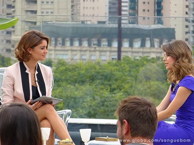 Amora entrevista Sandy para o programa Luxury (Foto: Sangue Bom/TV Globo)