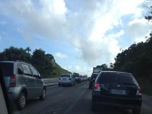 BR-324 é fechada em protesto e tem 20 km de congestionamento (Foto: Rafaela Marques / Arquivo Pessoal)