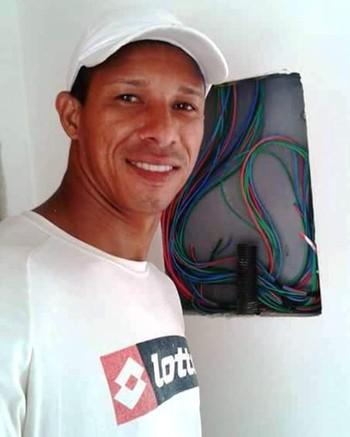 Goleiro Edivandro, eletricista e pintor fora das quatro linhas (Foto: Edivandro Lima/Arquivo Pessoal)