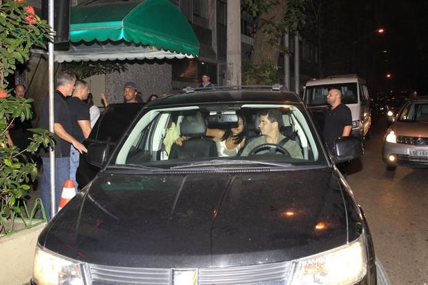 Carro que levou Justin Bieber (Foto: Francisco Silva/Agnews)