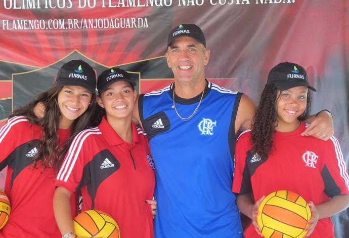 Descobertas no projeto da Rocinha, Hemanuelle, Eloine e Emilyn fazem parte do time de polo aquático do Flamengo que é treinado pelo técnico Antônio Canetti (Foto: Marcello Pires)