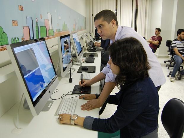 Durante a graduação, os alunos podem contar com profissionais já estabelecidos no mercado, além de participar de projetos na área tecnológica em empresas. (Foto: Ligia Coeli)
